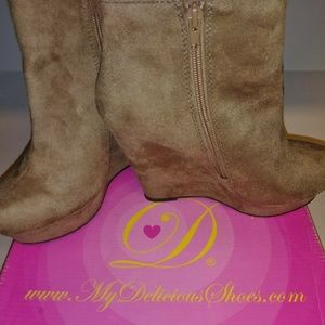 Delicious Women's Light Taupe Ankle Boots Size 7.5